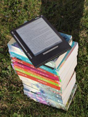 books-e-book-grass-159873